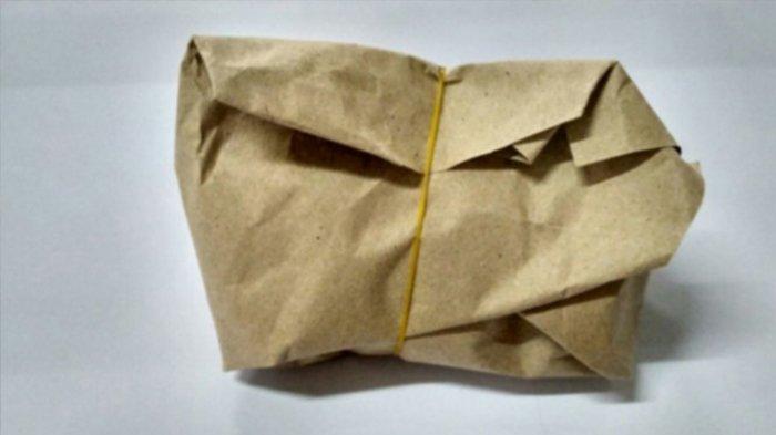 Bahaya Kertas Cokelat yang Sering Digunakan untuk Membungkus Makanan, Ini Penjelasannya
