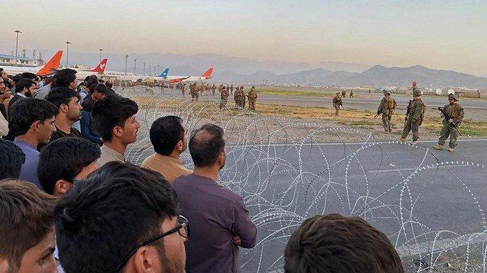Tentara Amerika Lepas Tembakan di Bandara Kabul, Cegah Warga Terobos Landasan Ingin Naik Pesawat
