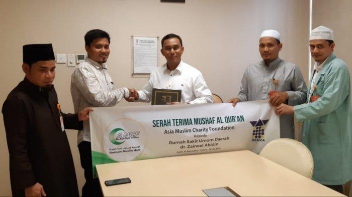 Asia Muslim Charity Foundation Hibah 400 Alquran untuk RSUZA