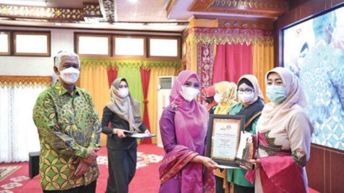 Dekranasda Kota Raih Juara Favorit Lomba Cerita Wastra