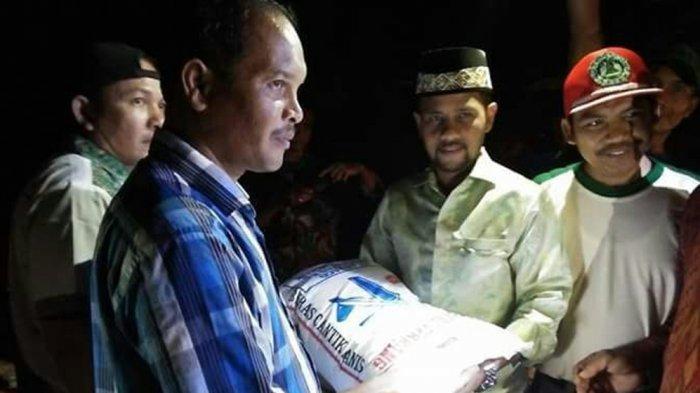 Kunjungi Desa Matang Sijuek Timu, Ini Sumbangan Ketua DPRA untuk Korban Puting Beliung
