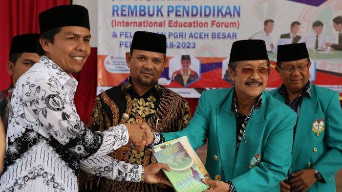 Al Munzir Dilantik Jadi Ketua PGRI Aceh Besar, Disaksikan Presiden Persatuan Guru Brunai Darussalam