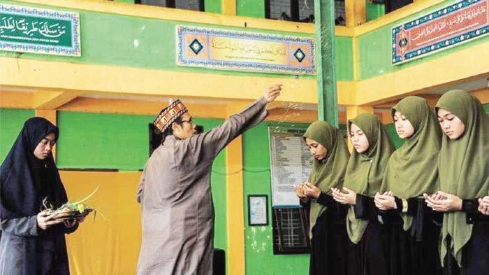 Dayah Darul Ihsan Peusijuek Alumni, MUQ Pagar Air Gelar Tasmi