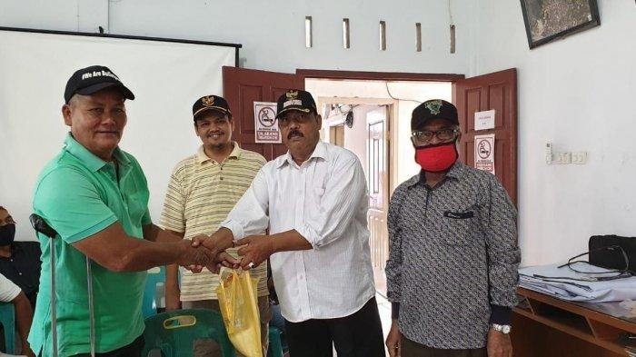 Keuchik Gampong Jeulingke Salurkan Bantuan dari Pemko Banda Aceh