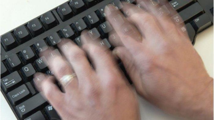 Bisa Jadi Sarang Debu dan Kotoran, Berikut Cara GampangMembersihkan Keyboard Komputer
