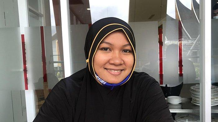 Zunfikhriah, satu-satunya duta Aceh yang lolos ke putaran final MTQ Nasional XXVIII Sumbar cabang khat golongan dekorasi.