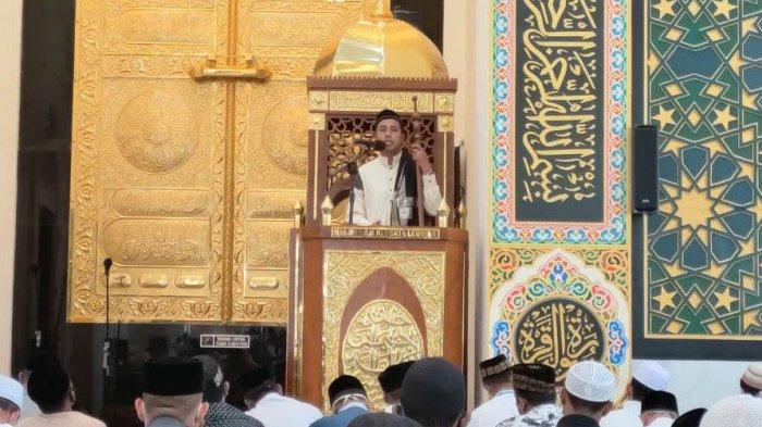 Jumat di Masjid Haji Keuchik Leumiek - Hidup Tak Lepas dari Peringatan Allah, Tanah pun Berbicara