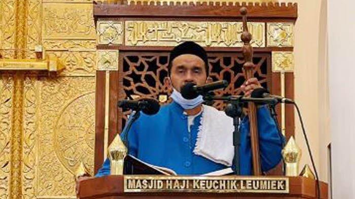 Khutbah Jumat di Masjid Haji Keuchik Leumiek, Khatib: Jika Ingat Allah, Maka Allah akan Ingat Kita