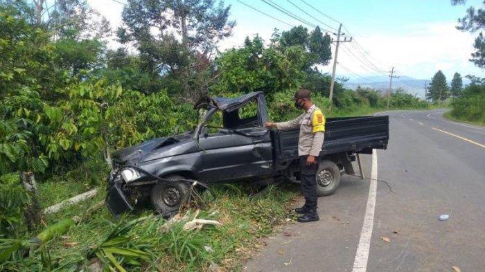 Mobil Bawa Kasur dan Lemari Terbalik di Bener Meriah Jalan Bireuen - Takengon, Pengemudi Luka-Luka