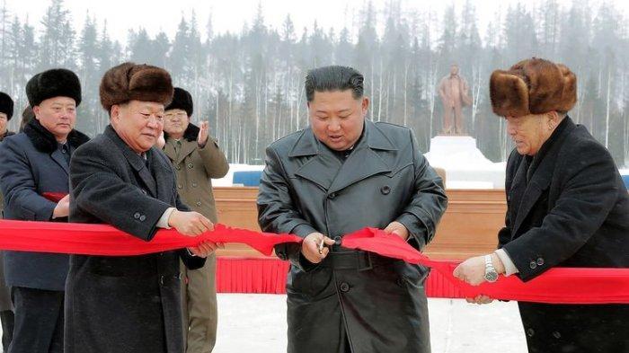 Pemimpin Korea Utara Buka Proyek Konstruksi Dekat Gunung Keramat