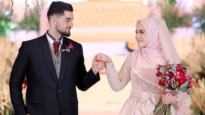 Bermula dari rasa kagum terhadap hasil makeup Khadijah, pria asal Palestina ini pun kini telah berhasil menjemput jodohnya.