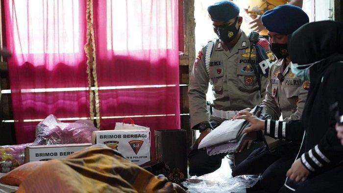 Brimob Aramiah Salurkan Sembako ke Dua Desa di Aceh Tamiang