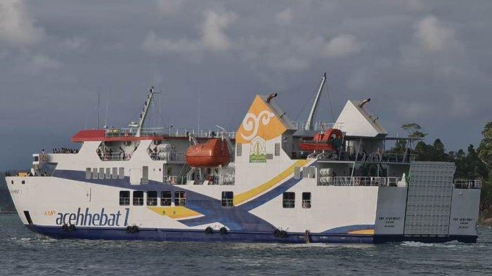 Calon Penumpang KMP Aceh Hebat 1 Kembalikan Tiket di Pelabuhan Calang, Ini Penyebabnya