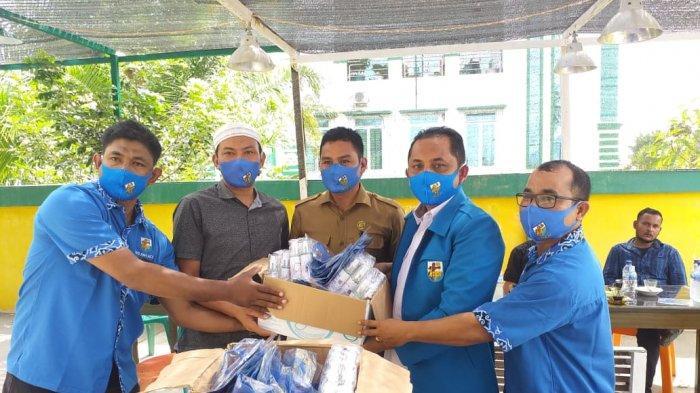 Kunker ke Aceh Jaya, DPD KNPI Aceh Serahkan Masker dan Hand Sanitizer