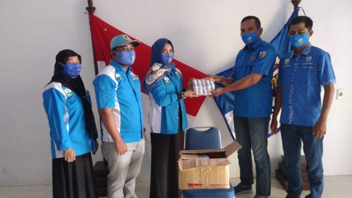 KNPI Aceh Serahkan Masker dan Hand Sanitizer Kepada Pemuda Bireuen