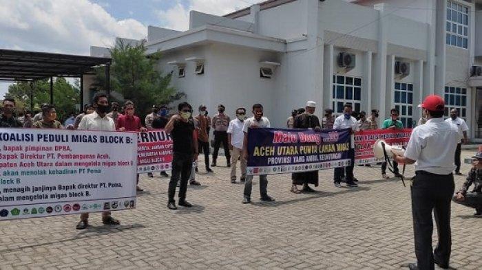 Warga Aceh Utara Demo PEMA