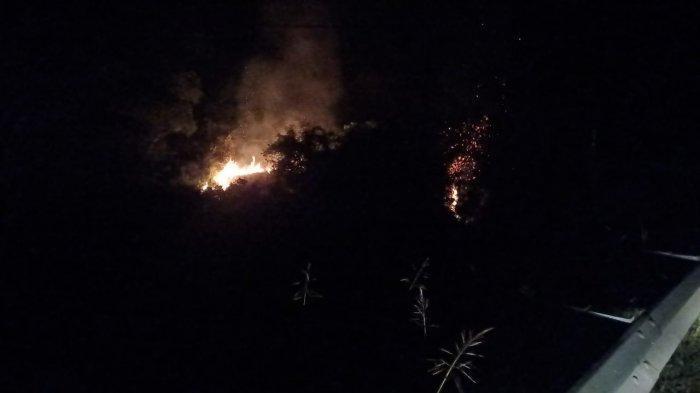 Dua Jam Petugas Pemadam Aceh Besar dengan Kebakaran Ilalang di Areal Perbukitan Lhoknga