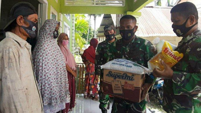 Kodim Aceh Selatan Bagi-Bagi Sembako Kepada Masyarakat Kurang Mampu