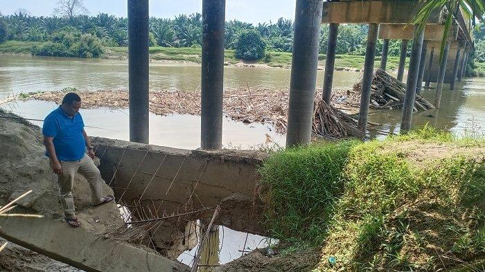 Jembatan Rantau Terancam Ambruk, Banyak Material Hilang