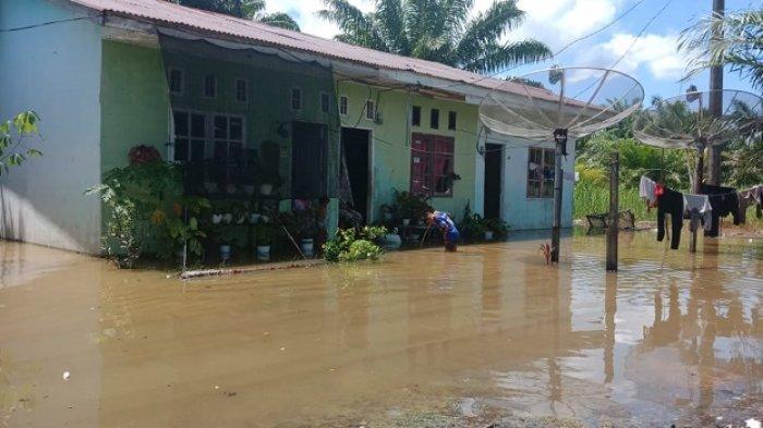 Banjir di Woyla Barat Surut, Sebagian Genangan Air Masih Tersisa di Sejumlah Gampong