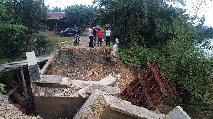 Jembatan Ambruk di Kaloy Proyek Dana Desa, Ini Kata Camat Tamiang Hulu