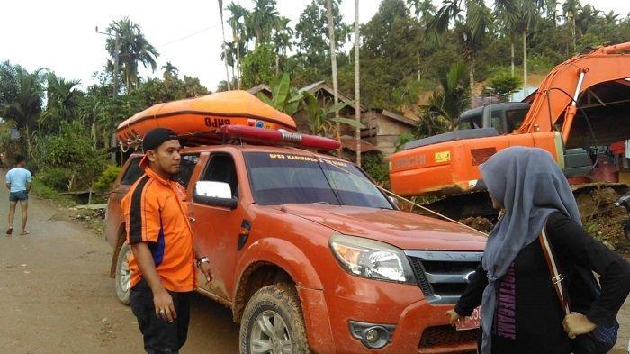 Diterjang Banjir, Warga di Kecamatan Langkahan Aceh Utara Semalaman Mengungsi ke Perbukitan