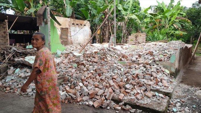 Mantan Istri Robohkan Rumah Dipicu Harta Gono Gini, Pria Ini Ajak Istri Baru dan Anak Tidur di Gubuk
