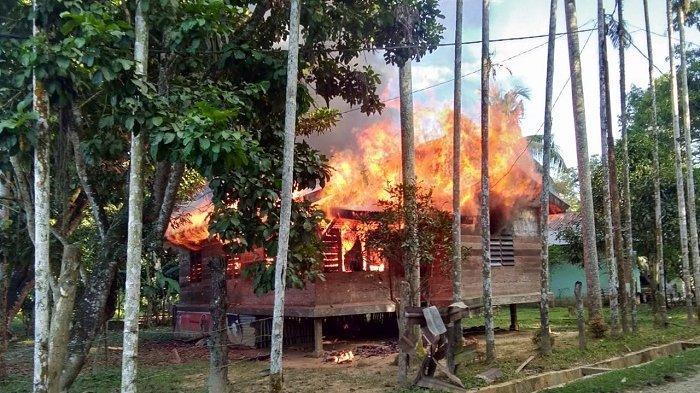 Ditinggal Pergi ke Sungai, Api Menghanguskan Rumah Kek Ali Rata dengan Tanah