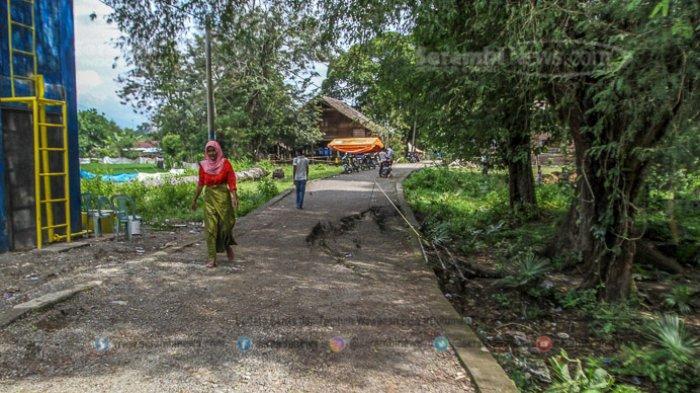 FOTO - Kondisi Terkini Fenomena Tanah Bergerak di Lamkleng Aceh Besar - kondisi-tanah-bergerak-di-desa-lamkleng.jpg
