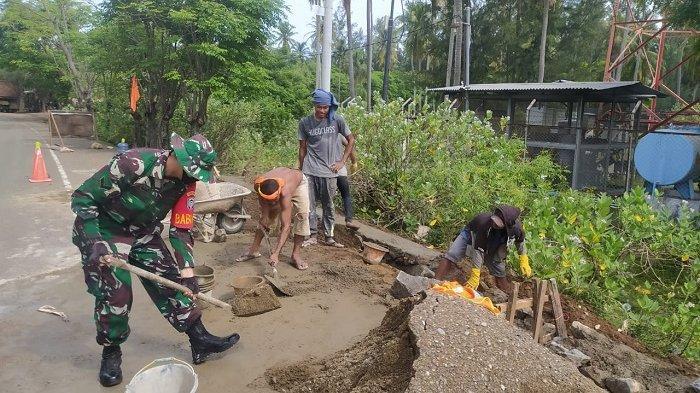 TNI Koramil Mesjid Raya Perbaiki Tanggul Penahan Badan Jalan