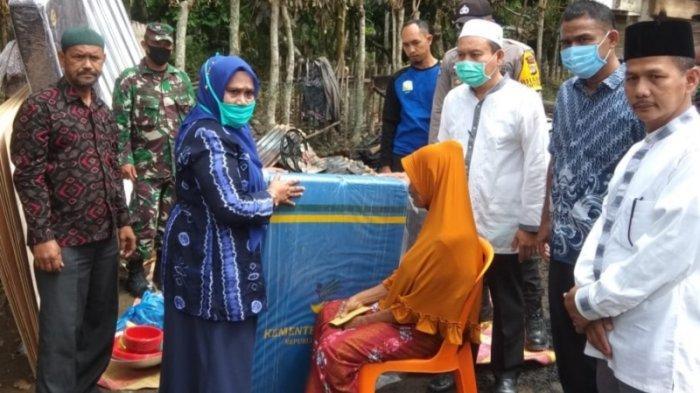 Rumah Nek Tihalamah di Meurah Dua Terbakar, Dinsos Salur Bantuan Masa Panik, BPBD Pasang Tenda