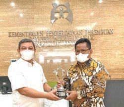 Aminullah Terima Dua Penghargaan dari Menteri PPPA-RI