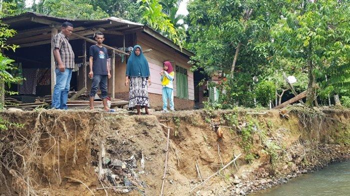 Erosi Krueng Kiran Pidie Jaya Makin Mengganas, Rumah, Meunasah Terancam Ambruk, Dinas PU Lakukan Ini