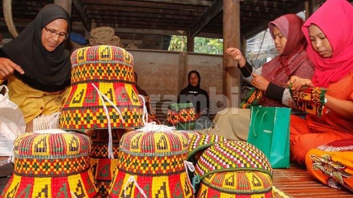 Lengkapi Koleksi Belanja Anda dengan Kopiah Warisan Raja Aceh