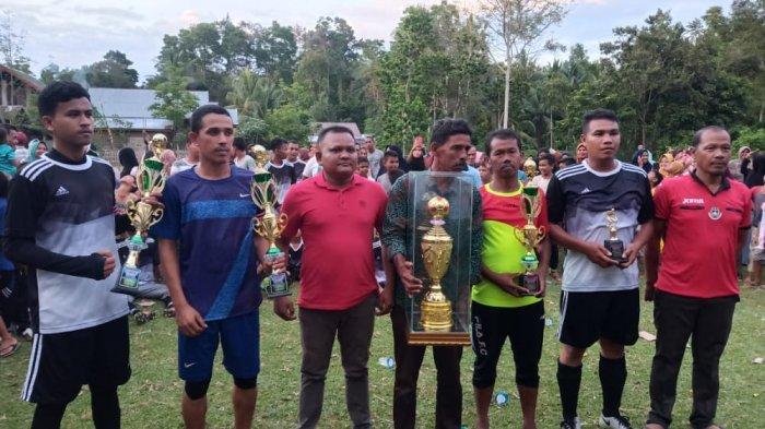 Kutanga Boyong Kambing dan Piala Bergilir Turnamen Sepakbola Antardusun di Glumpang Tiga, Pidie