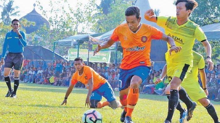 Pemain Persiraja Agus Suhendra Berbagi Ilmu Sepakbola di Kampung Halaman