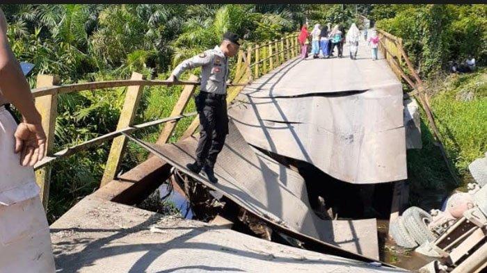 Warga Minta Jembatan Ambruk di Arongan  Lambalek Aceh Barat Segera Diperbaiki