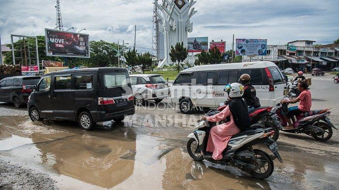 FOTO- FOTO: Kubangan di Bundaran Lambaro Aceh Besar - lambaro1.jpg