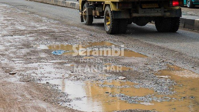 FOTO- FOTO: Kubangan di Bundaran Lambaro Aceh Besar - lambaro2.jpg