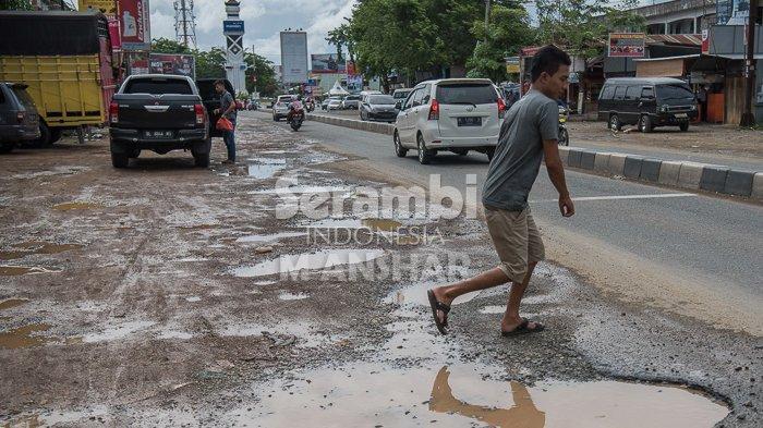 FOTO- FOTO: Kubangan di Bundaran Lambaro Aceh Besar - lambaro4.jpg
