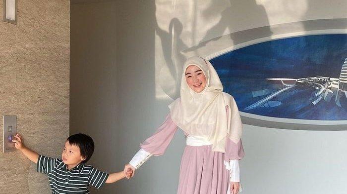 Larissa Chou dan Sang Anak Yusuf Tampil Bersama Seorang Pria, Calon Suami Baru?