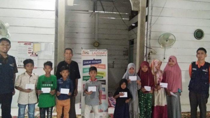 Lazismu Gunung Meriah Aceh Singkil Bagi Kado Ramadhan untuk Anak Yatim