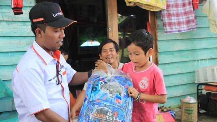 Lazismu Salurkan Paket School Kit Siswa Miskin SDN 2 Banda Aceh