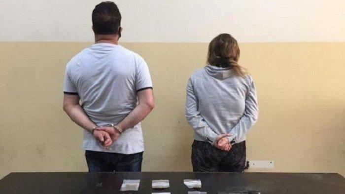 Seorang Istri Bersama Selingkuhannya Jebak Suami, Letakkan Narkoba Dalam Mobil, Lalu Lapor Polisi