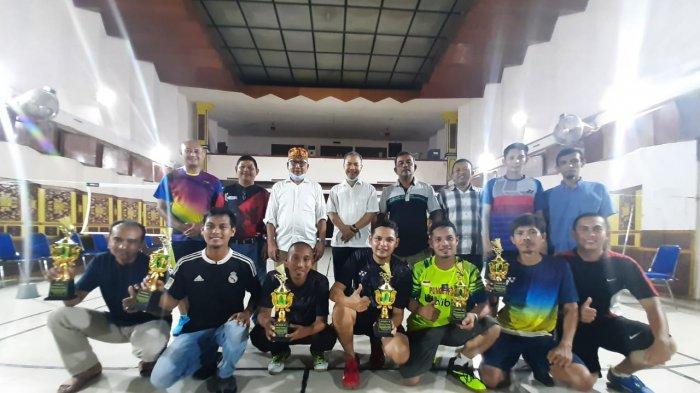 Raup 8 Kemenangan, Pasangan Munjir/Heri Kampiun Liga Badminton Ramadhan Cup RRI Banda Aceh 2021