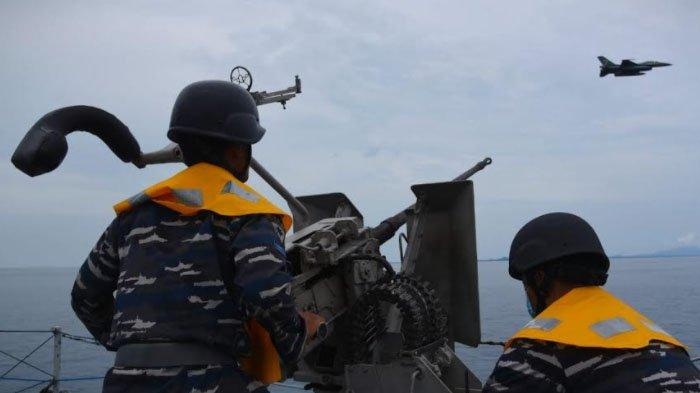 Pesawat Tempur F-16 Ikut  Latihan Gabungan dalam Operasi Amfibi di Selat Gelasa