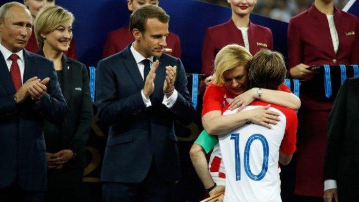 Presiden Kroasia Peluk Pemain Timnas di Final Piala Dunia 2018, TV Iran Stop Siaran Langsung