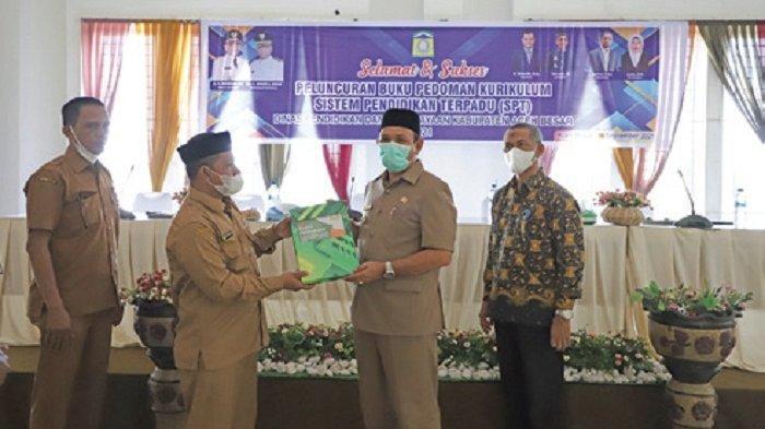 Bupati Aceh Besar Luncurkan Buku Pedoman Sistem Pendidikan Terpadu