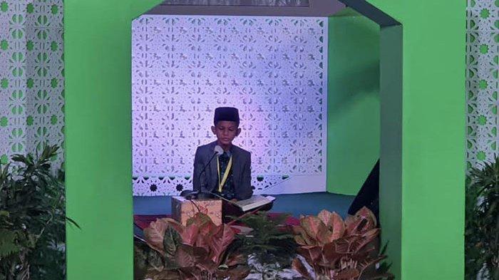 M. Fariz Al Hafiz, peserta cabang tartil Quran putra asal Bireuen tampil di Gedung Rohana Kudus, Rabu (18/11/2020).