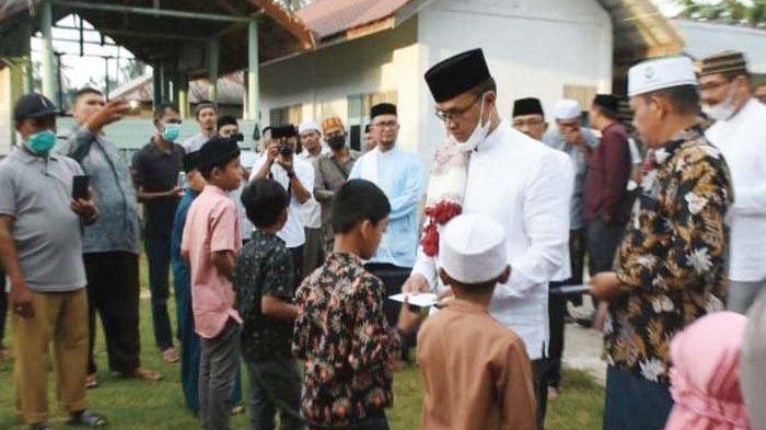 Safari Ramadhan di Makmur, Bupati Santuni 25 Anak Yatim